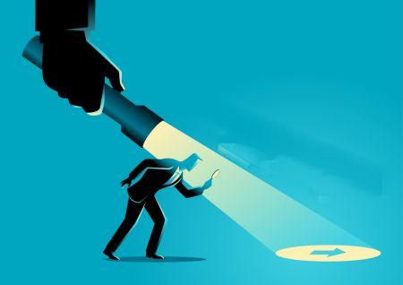 تجارت عقب مانده با واگرایی پنهان در ExpertOption